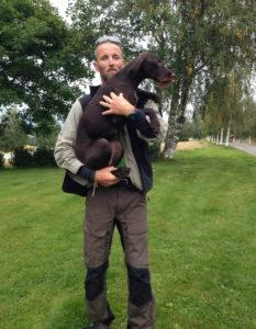 Geir Fossum med Kvitsteindalens Hedda, stammor til valper fra Brandsegg Søndre