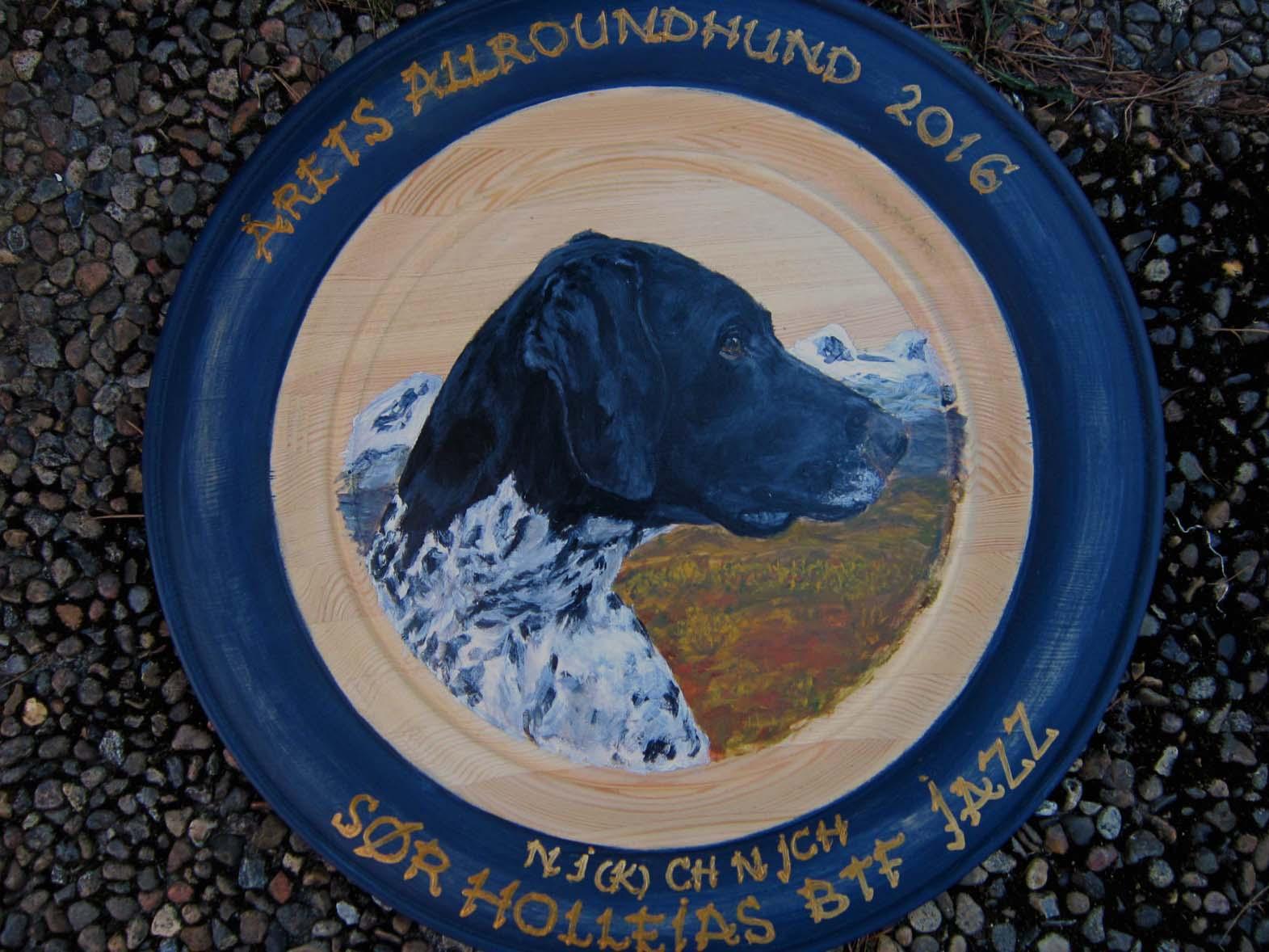 Håndmalt fat til Årets Allroundhund 2016: Sør Holleias Jazz