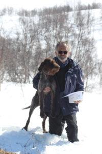 En glad Svein Braathen hentet premie på son Saga også i år.